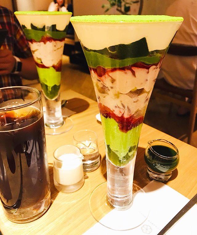 今日のおやつ・吉祥菓寮の京菓抹茶パフェ・吉祥菓寮京都四条店限定のパフェ・インスタで見てこの美しさに惹かれて、京都に行ったら食べに行こう思ってました・壊すのがもったいない・抹茶の苦味はそんなになくて、ラズベリーソースや栗の甘さを感じるパフェでした❣️・テーブルにきな粉が置いてあって、いくらでもかけてOK♀️・途中、そのきな粉をかけたり、別添えの抹茶ソースをかけたりして食べました・きな粉のパフェとか期間限定のパフェとかわらび餅もあったからまた行きたいなぁ・・#吉祥果寮 #吉祥果寮京都四条店 #京都 #京菓抹茶パフェ #抹茶パフェ #抹茶 #パフェ #抹茶スイーツ #スイーツ #甘いもの #今日のおやつ #京都カフェ #カフェ #カフェ巡り